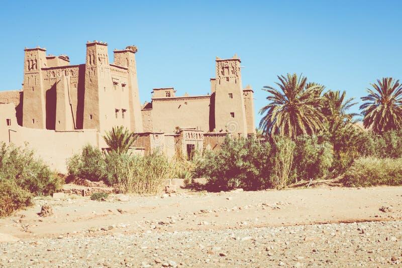 Panorama av Ait Ben Haddou Casbah nära den Ouarzazate staden i Morocc royaltyfri foto
