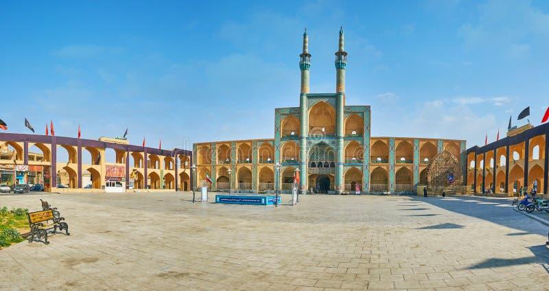 Panorama av Amir Chakhmaq Square, Yazd, Iran royaltyfri bild