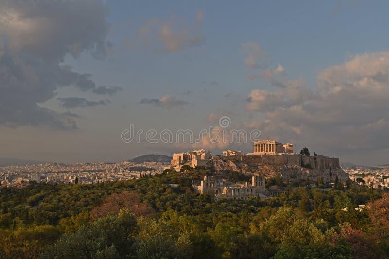 Panorama av Aten med akropolkullen, Grekland royaltyfri foto