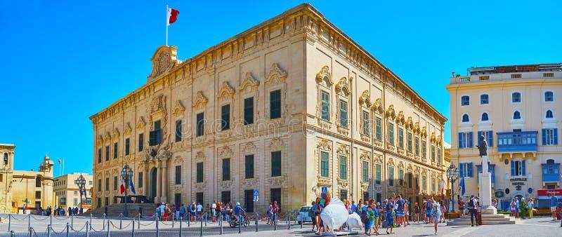 Panorama av Auberge de Castille, Valletta, Malta arkivbilder