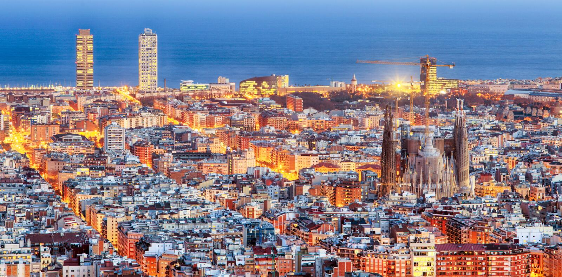 Panorama av Barcelona p? gryning royaltyfri fotografi