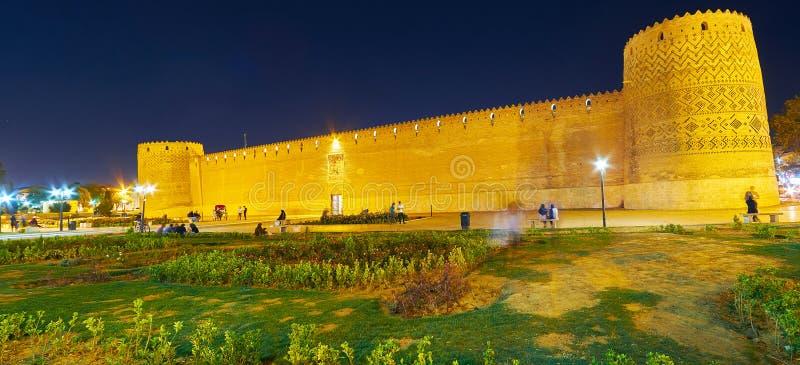 Panorama av den aftonKarim Khan citadellen, Shiraz, Iran royaltyfri fotografi
