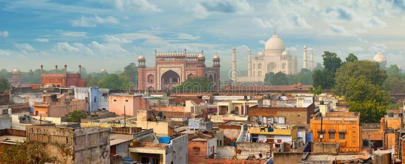 Panorama av den Agra staden, Indien Taj Mahal i bakgrund fotografering för bildbyråer