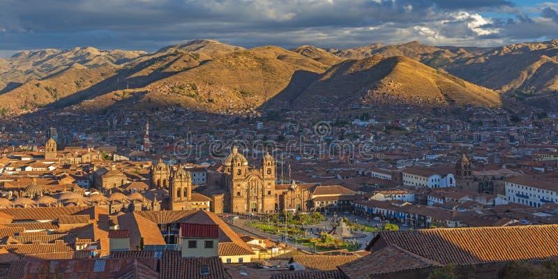 Panorama av den Cusco staden på solnedgången, Peru arkivfoto