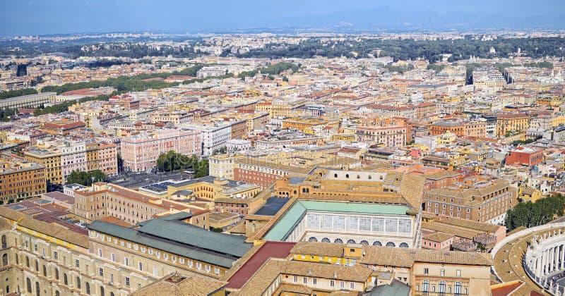 Panorama av den flyg- sikten av byggnader som används för bostads- arkivbild