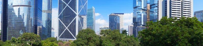 Panorama av den futuristiska staden Hong Kong royaltyfria bilder