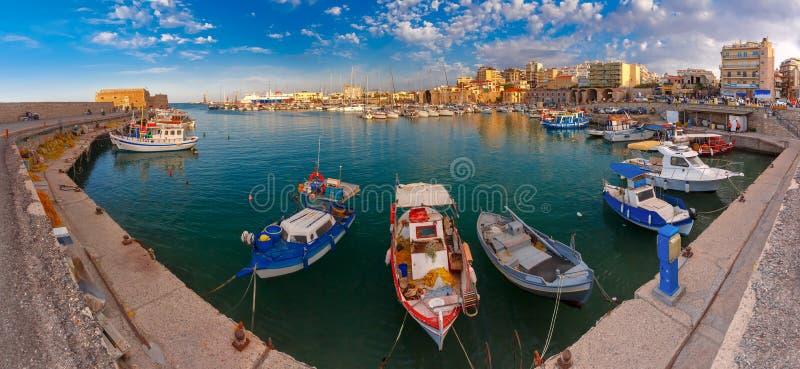 Panorama av den gamla hamnen, Heraklion, Kreta, Grekland royaltyfria foton