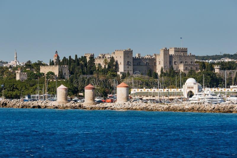 Panorama av den gamla staden från havet Rhodes ö Grekland arkivbilder