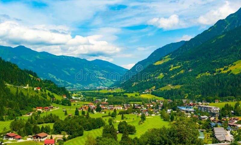 Panorama av den Gastein dalen från dåliga Gastein royaltyfri bild