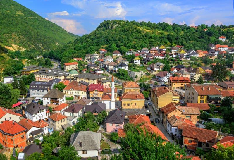 Panorama av den historiska gamla staden av Travnik, Bosnien arkivfoton