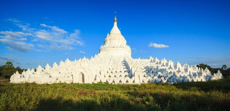 Panorama av den Hsinbyume pagoden, Mingun, Mandalay, Myanmar arkivbild