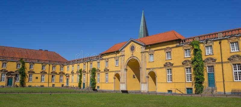Panorama av den inre borggården av slotten Osnabruck fotografering för bildbyråer