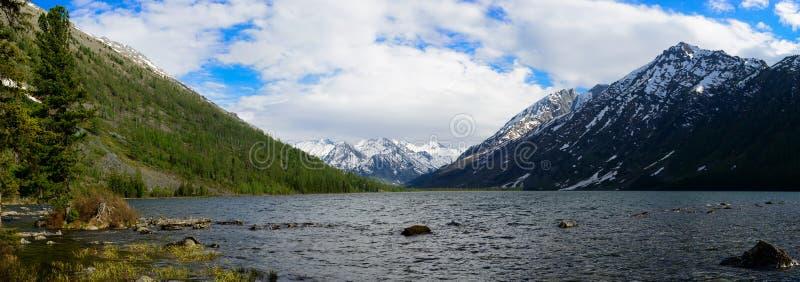 Panorama av den mellersta Multa sjön arkivbild