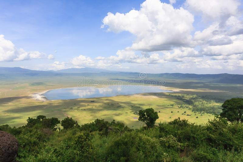 Panorama av den Ngorongoro krater Tanzania Afrika arkivfoton
