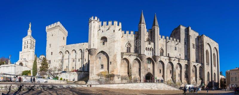 Panorama av den påvliga slotten i Avignon arkivbilder