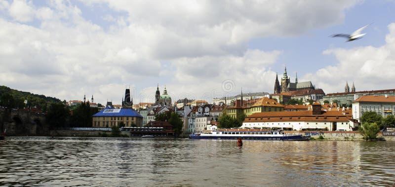 Download Panorama Av Den Prague Slotten Från över Den Vltava Floden Arkivfoto - Bild av bygger, berömdt: 37344308