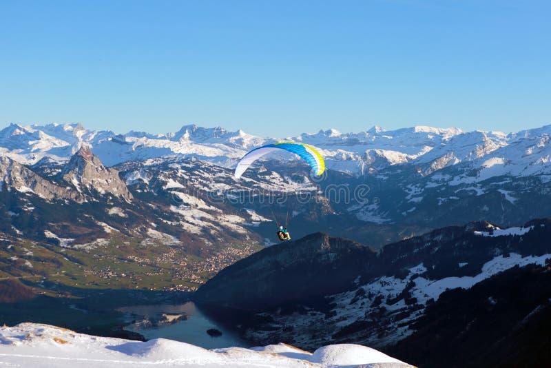 Panorama av den schweiziska Alpesen arkivbilder