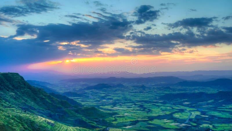 Panorama av den Semien berg och dalen runt om Lalibela Etiopien royaltyfri foto