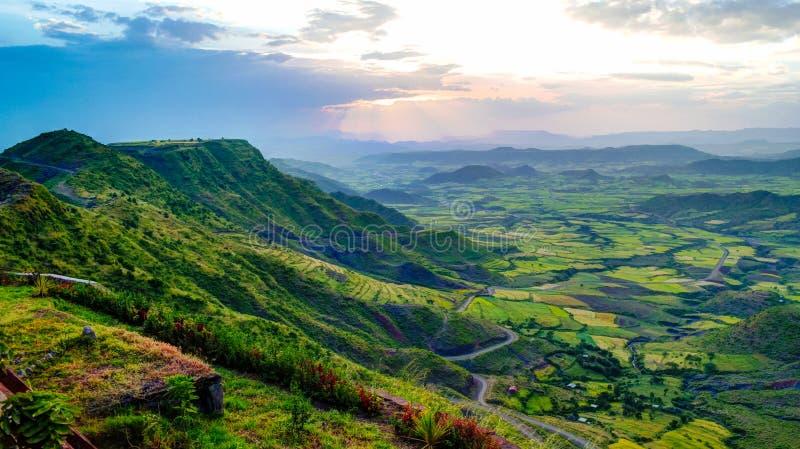Panorama av den Semien berg och dalen runt om Lalibela Etiopien arkivbild
