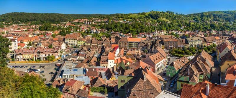Panorama av den Sighisoara staden i Rumänien royaltyfri foto