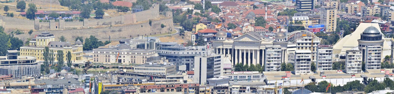 panorama av den Skopje centrumen med objekt som byggs med 2014 projekt, Makedonien royaltyfria foton