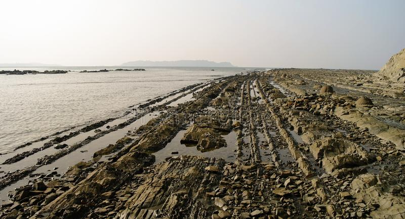 Panorama av den steniga kustNgapali stranden i Myanmar fotografering för bildbyråer