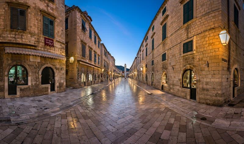 Panorama av den Stradun gatan i Dubrovnik, Dalmatia, Kroatien arkivbilder