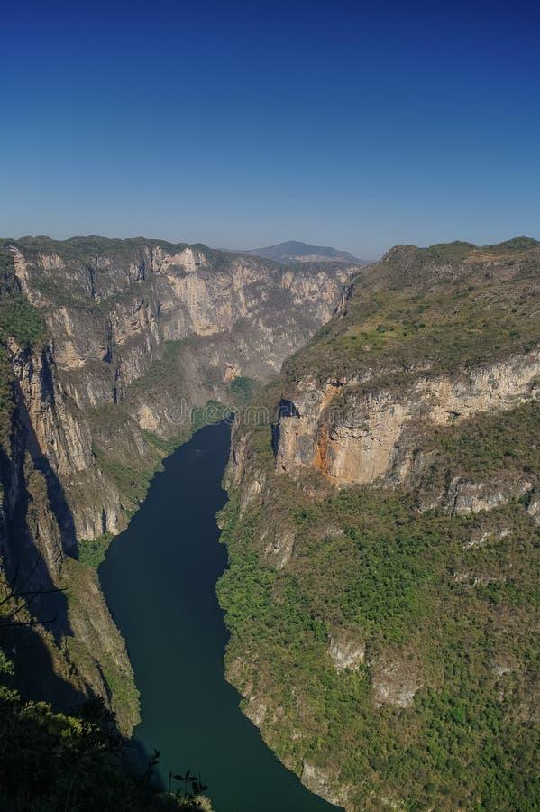 Panorama av den Sumidero kanjonen från synvinkel Nära Tuxtla Gutierre royaltyfri bild