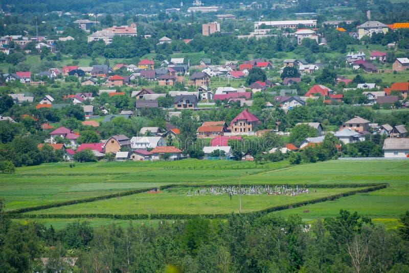 Panorama av den ukrainska byn av Voskresintsy royaltyfri fotografi