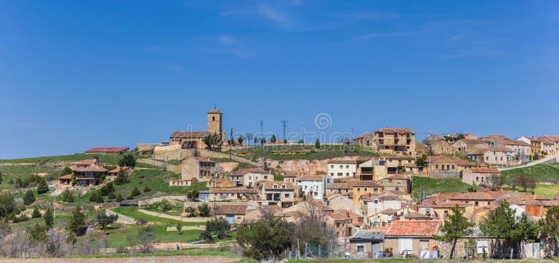 Panorama av den Valleruela de Pedraza byn i Spanien royaltyfria foton