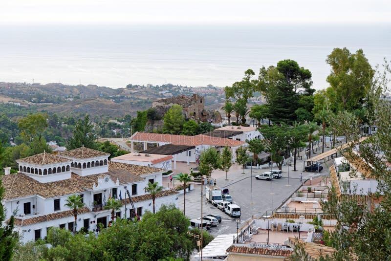 Panorama av den vita byn av Mijas Costa del Sol Andalusia spain fotografering för bildbyråer