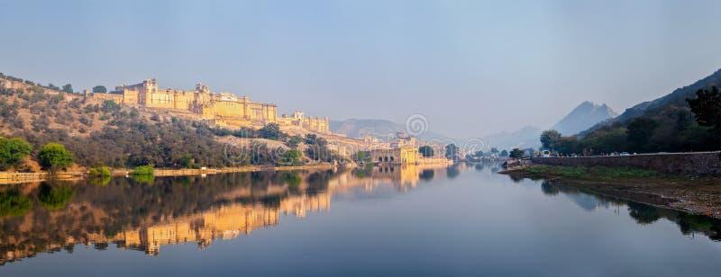 Panorama av det Amer (bärnsten) fortet, Rajasthan, Indien arkivfoto