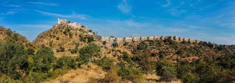 Panorama av det Kumbhalgarh fortet. Rajasthan Indien royaltyfri fotografi