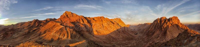 Panorama av det Moses berget tidigt på morgonen fotvandra berg arkivbild