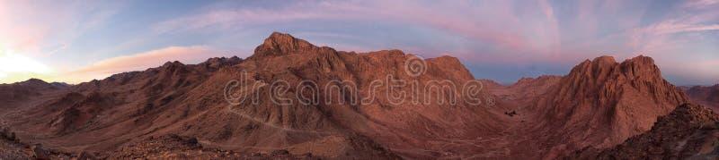 Panorama av det Moses berget tidigt på morgonen fotvandra berg fotografering för bildbyråer