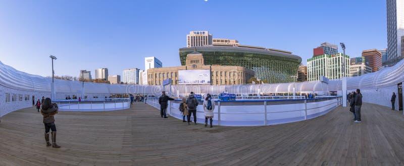 Panorama av det tagna fotoet för isbana för Seoul Plazaskridskoåkning fotografering för bildbyråer