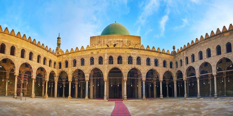 Panorama av domstolen av Al-Nasir Muhammad Mosque, Saladin Citad royaltyfria foton
