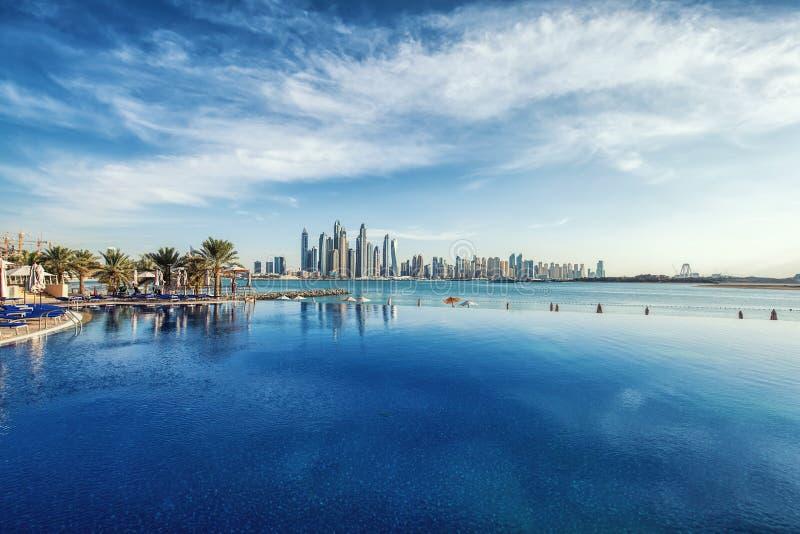 Panorama av Dubai Marina Skyline, Förenade Arabemiraten arkivbilder