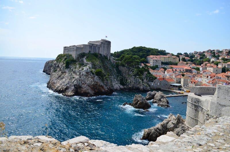 Panorama av Dubrovnik, härlig gammal stad i Kroatien, Europa fotografering för bildbyråer