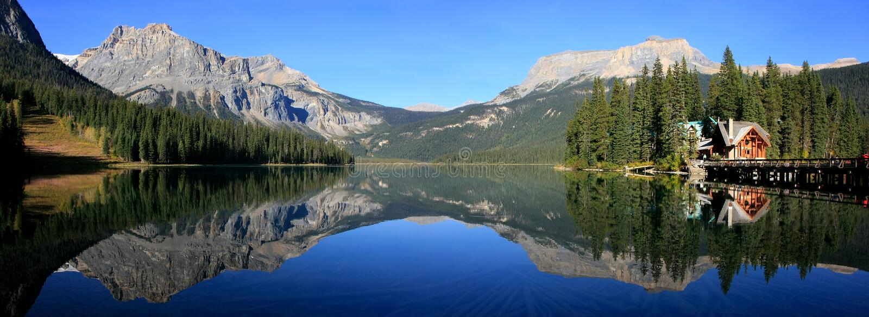Panorama av Emerald Lake, Yoho National Park, British Columbia, royaltyfri bild