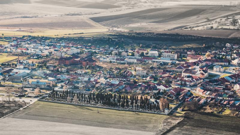 Panorama av en liten gammal europeisk stad Spisske många Podhradie sma royaltyfria foton