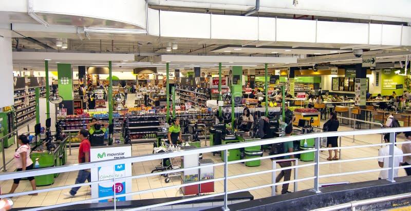 Panorama- av en Tottus supermarket royaltyfri fotografi