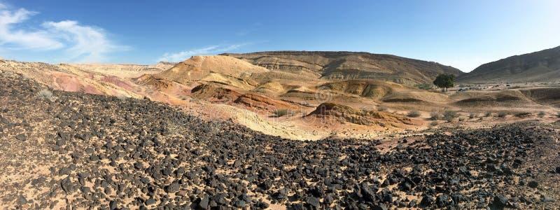 Panorama av erosionkrater Makhtesh Katan i Israel arkivbilder