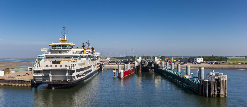 Panorama av färjahamnen av Texel royaltyfria bilder