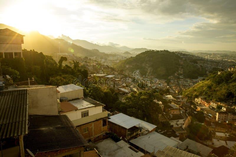 Panorama av Favela i Rio de Janeiro, Brasilien fotografering för bildbyråer