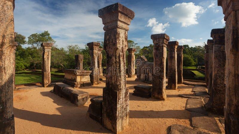 Panorama av forntida fördärvar av kunglig slott i Polonnaruwa, Unesco royaltyfri bild
