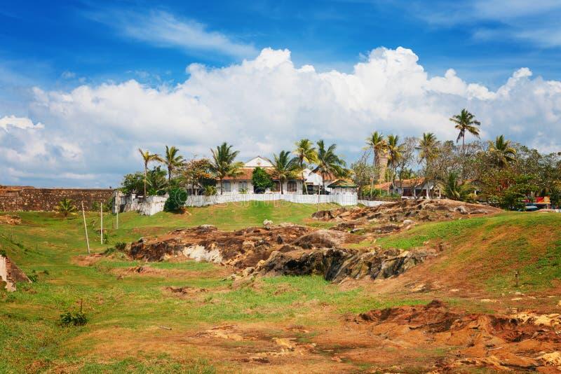 Panorama av Galle det historiska holländska fortet, flagga vaggar bastionen, Sri Lanka royaltyfri bild