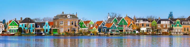 Panorama av gamla holländska hus, Holland arkivfoto