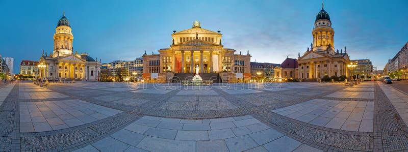 Panorama av Gendarmenmarkten i Berlin arkivfoto
