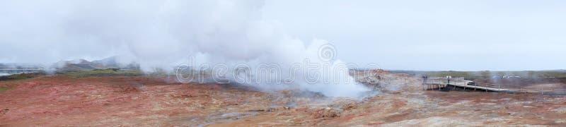 Panorama av geysers i Island arkivbild